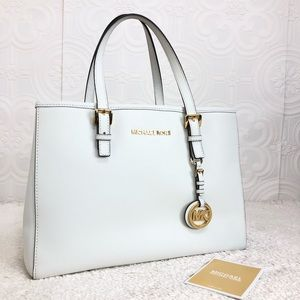 🌸OFFERS?🌸 Michael Kors White Small Tote